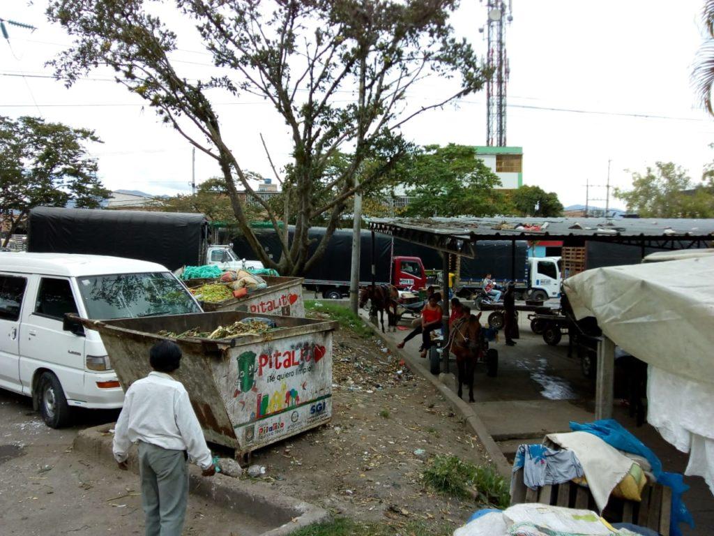 Más de 20 años y el desorden ambiental sigue en la plaza de Mercado de Pitalito