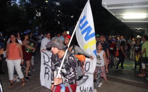 Caminantes de Uniamazonía llegaron a Neiva y continuaron su marcha a Bogotá con nuevos bríos