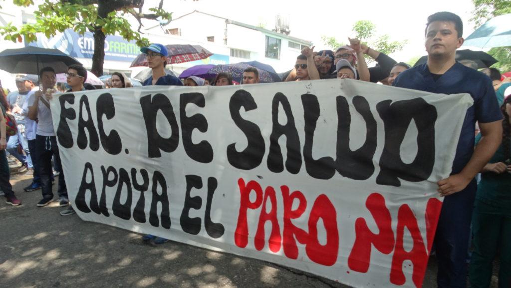 Maestros del Huila, sindicatos y estudiantes de la Usco confluyeron en Neiva el 15 de Noviembre para reclamar derecho a la educación y rechazar nuevos impuestos