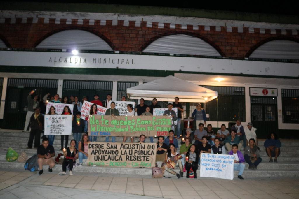 Exitoso plantón por la educación pública superior en el municipio de San Agustín