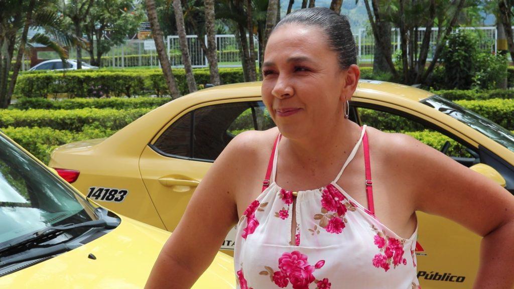 Jacqueline Ríos, una mujer que adora su oficio de taxista en Pitalito