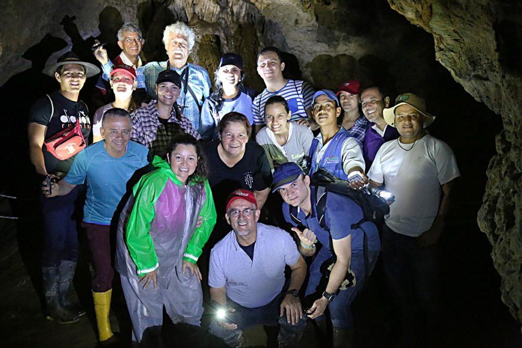 Estudiantes de Doctorado en Educación recorren el Parque Nacional Cueva de los Guácharos