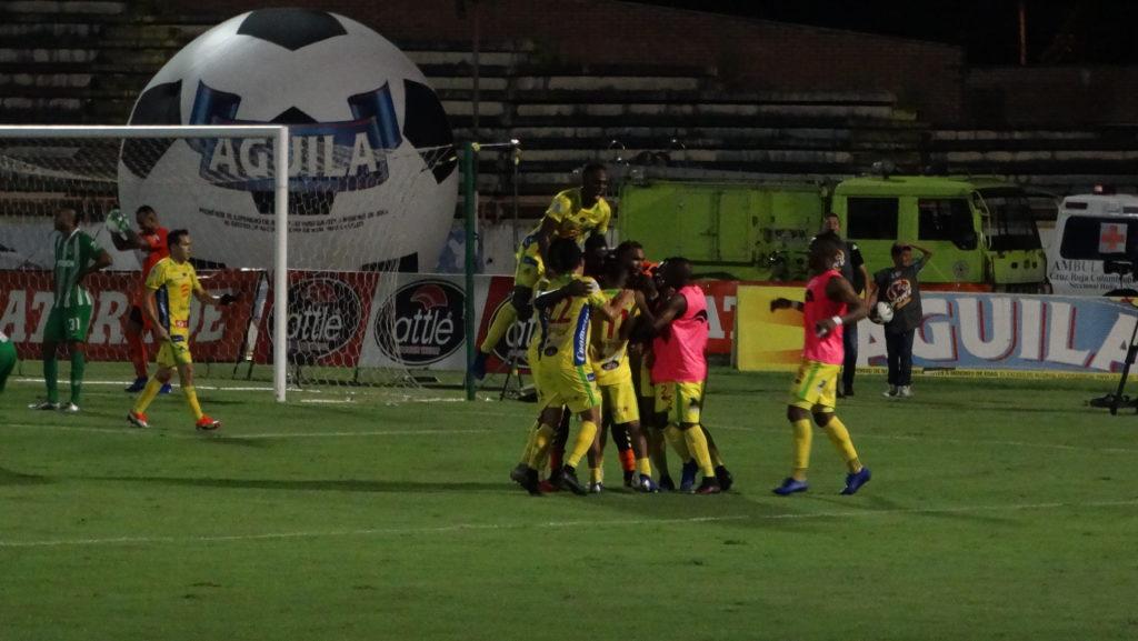 El Atlético Huila salvó un   punto en los últimos minutos